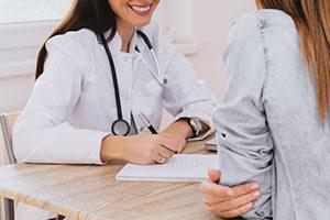 Εξέταση από γιατρό σε περίπτωση δυσκοιλιότητας