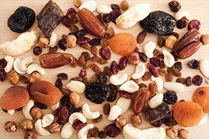 Τα δαμάσκηνα, οι χουρμάδες, τα σύκα και τα αποξηραμένα φρούτα περιορίζουν τη δυσκοιλιότητα